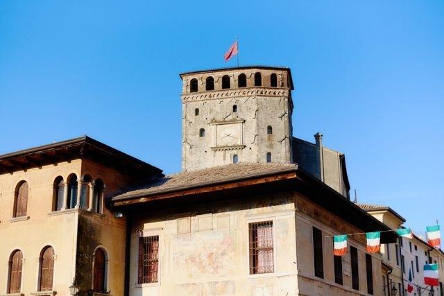 Средневековая городская башня Азоло