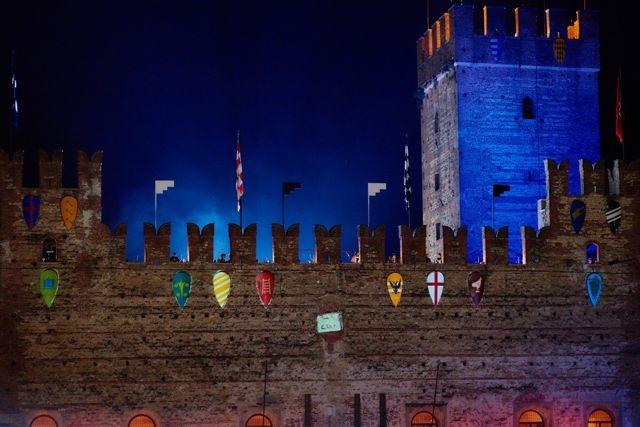 Лучники на стенах города