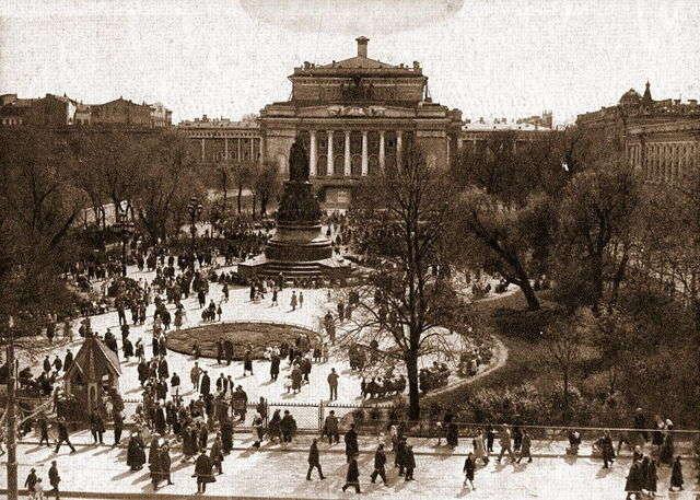 Вид на площадь Островского