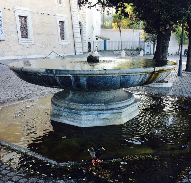 Фонтан на Viale Trinita dei Monti