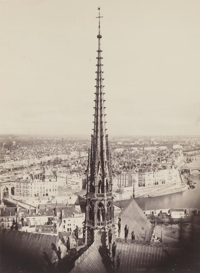 Шпиль Notre Dame