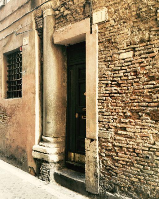 Дом с колоннами театра Помпея Великого