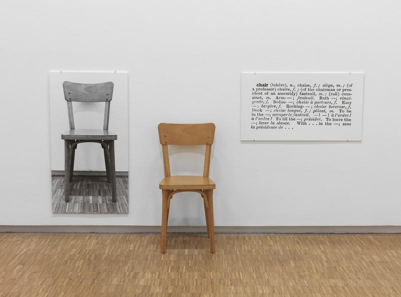 Один и три стула