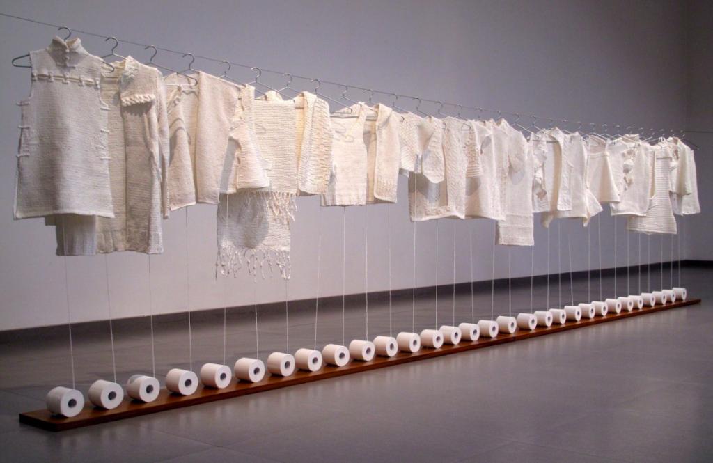 Ван Лэй / «Туалетная бумага. Вязание» / 2014