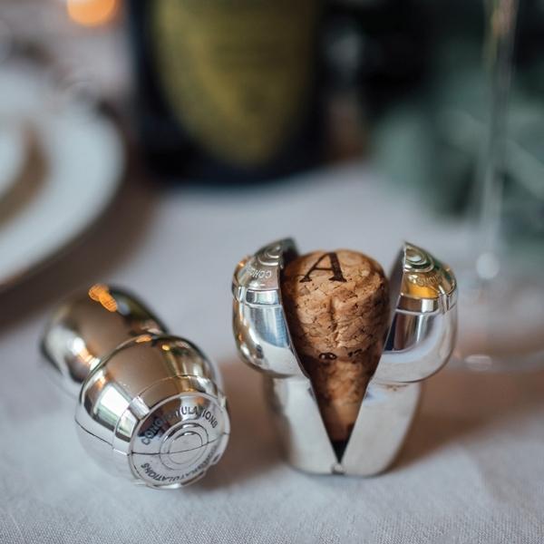 «Culinary Concepts Champagne Cork Holder», сувенир, оригинальный способ запоминать особый случай, который отмечают с пузырьками! (латунь, посеребрение, подарочная коробка - £27)