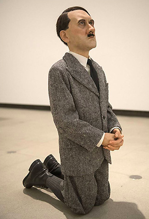 Маурицио Каттелан / «Молящийся Гитлер» / 2001 / (2016 продана на аукционе Christie's за 17,1млн.$)