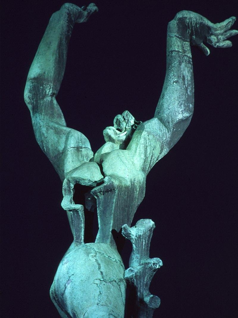 скульптор Осип ЦАДКИН (1890-1967) /« Разрушенный город. Роттердам», фрагмент