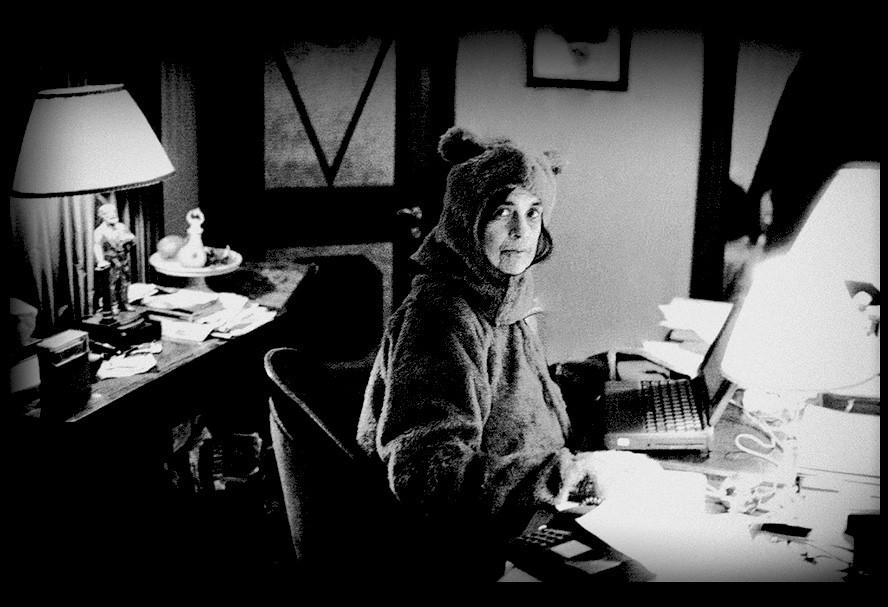 фотограф Энни ЛЕЙБОВИЦ (1949 / «Портрет Сьюзан Зонтаг в костюме медведя»